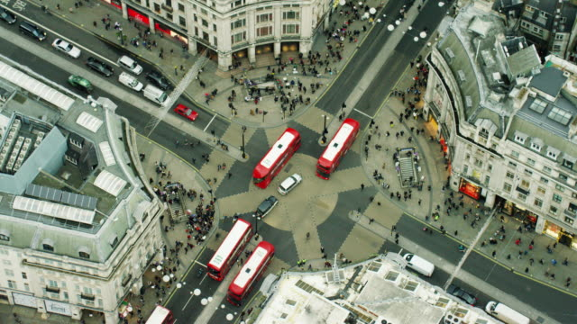 aerial view of buildings around oxford circus london - autobus a due piani video stock e b–roll