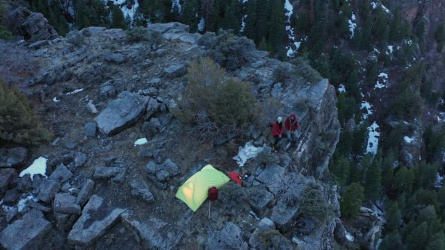 aerial view of campsite on cliff looking down american fork canyon - american fork canyon点の映像素材/bロール