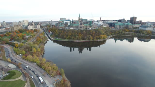 vídeos de stock, filmes e b-roll de aerial view of canadian parliament - ottawa