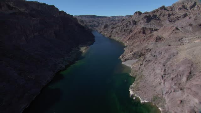 vidéos et rushes de aerial view of canyon with colorado river, nevada and arizona border. - nevada