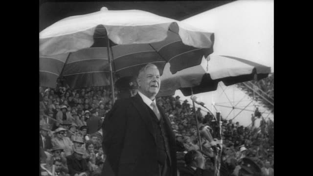 vidéos et rushes de aerial view of cape town / downtown cape town / huge crowd of people in the city streets listening / prime minister verwoerd on platform giving... - apartheid