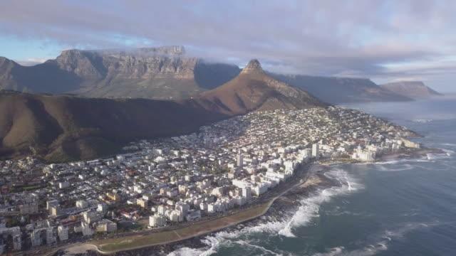 vídeos y material grabado en eventos de stock de vista aérea de ciudad del cabo, sudáfrica - península