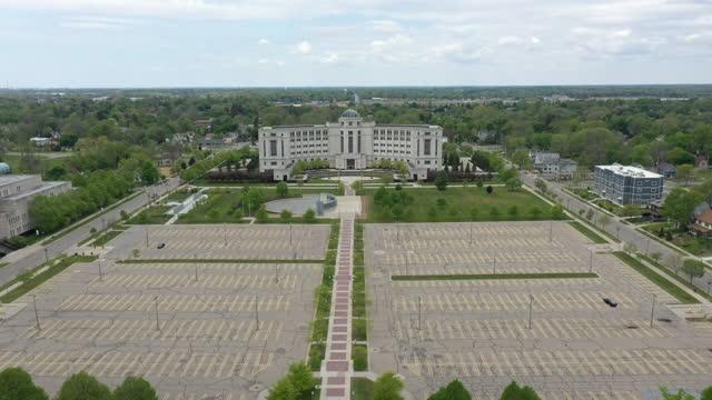 vidéos et rushes de vue aérienne du capitole à lansing dans le michigan - lansing