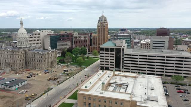 aerial view of capitol building in lansing, michigan - lansing stock videos & royalty-free footage