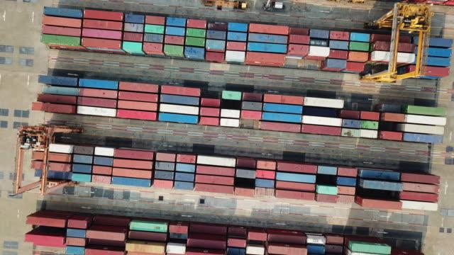 Vue aérienne du Cargo porte-conteneurs dans le Port industriel