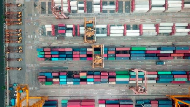 vídeos y material grabado en eventos de stock de vista aérea del contenedor para mercancías - grulla de papel