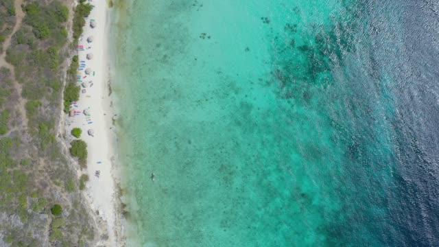 stockvideo's en b-roll-footage met luchtfoto van de caribische zee en kust functie in curacao - coastal feature