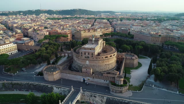vídeos de stock e filmes b-roll de aerial view of castel sant'angelo and vatican city. 4k - basílica de são pedro