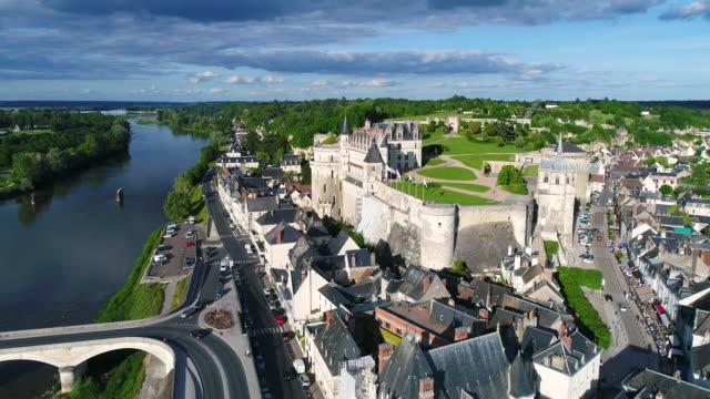 vidéos et rushes de aerial view of castle of amboise - château