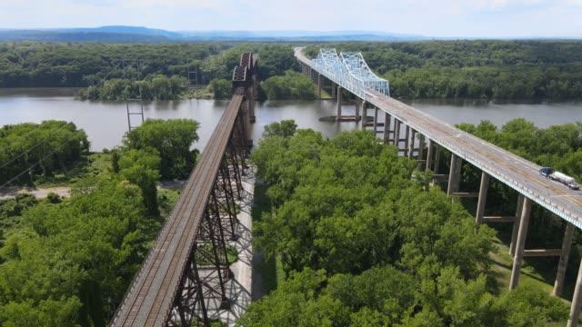 aerial view of castleton bridge over the hudson river - railway track点の映像素材/bロール