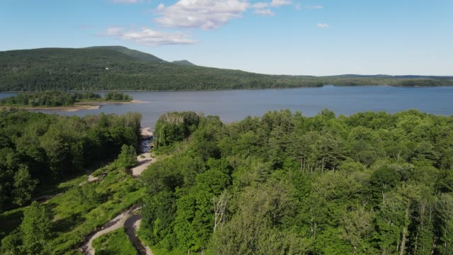 aerial view of catskill mountains in new york - appalachen region stock-videos und b-roll-filmmaterial