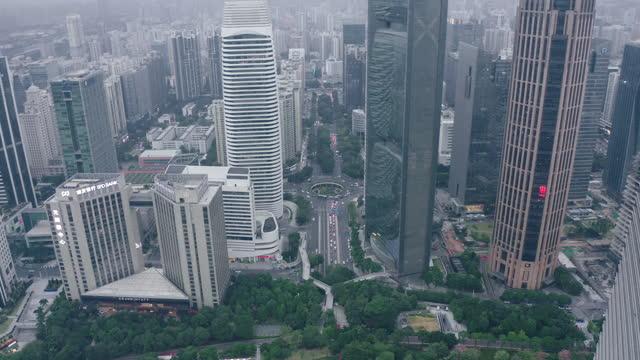 vídeos de stock, filmes e b-roll de aerial view of cbd in guangzhou - torre estrutura construída