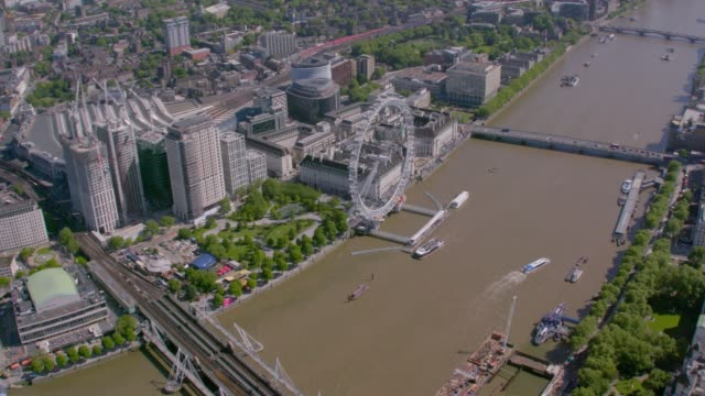 aerial view of central london and the river thames, uk. 4k - big wheel stock videos & royalty-free footage