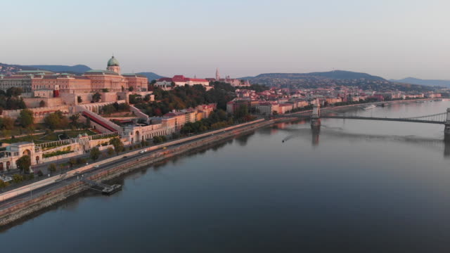 aerial view of chain bridge and danube river in budapest at sunrise - river danube stock videos & royalty-free footage