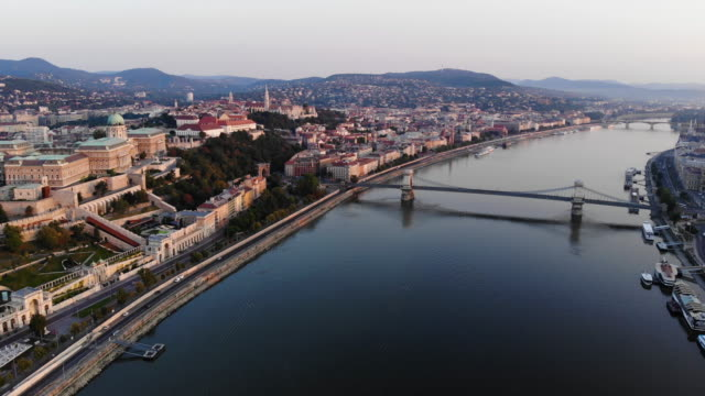 aerial view of chain bridge and danube river in budapest at sunrise - chain bridge suspension bridge stock videos & royalty-free footage
