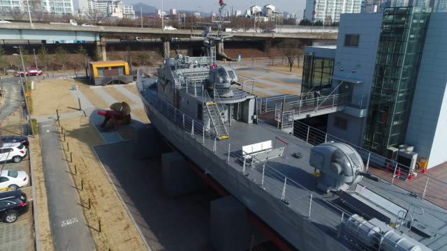 vídeos y material grabado en eventos de stock de aerial view of chamsuri battleship (korean navy vessel) in battleship park (the first shipbuilding theme park), seoul at daytime - anclado