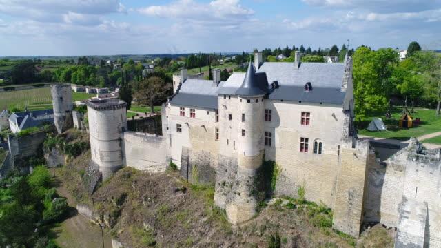 vidéos et rushes de aerial view of chateau de chinon - château