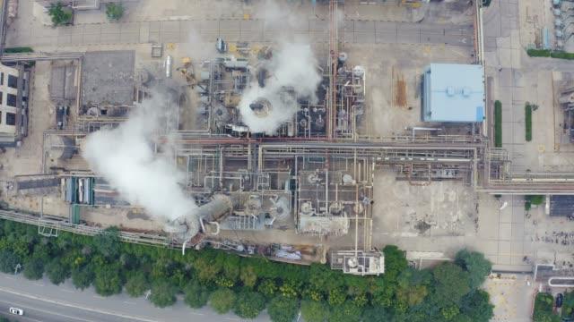 化学プラントの空中写真 - 有害廃棄物点の映像素材/bロール