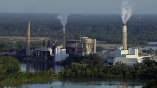 aerial view of chesterfield power station and james river in chester, virginia, united states of america. - fossiler brennstoff stock-videos und b-roll-filmmaterial
