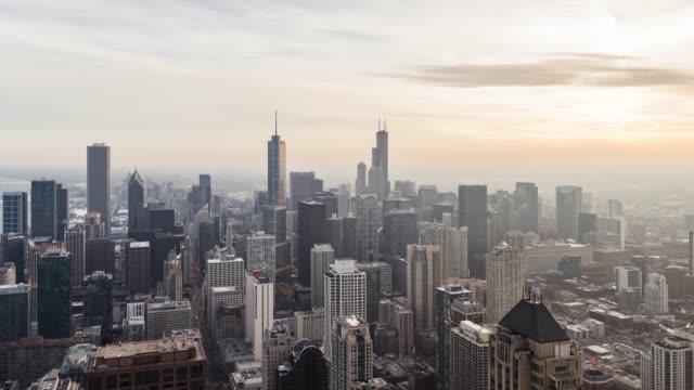 t/l ws ha パン シカゴのスカイラインの眺め夕日 - トリビューンタワー点の映像素材/bロール