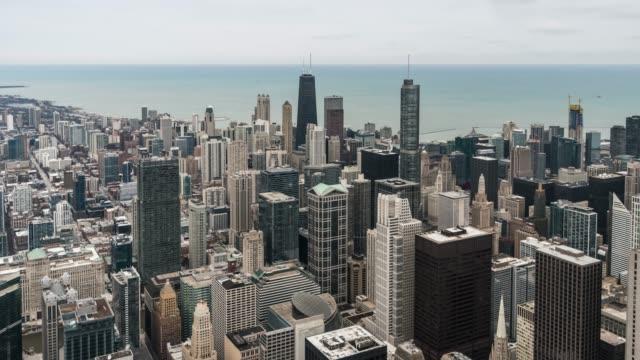 t/l ws はパン シカゴのスカイラインの眺め - トリビューンタワー点の映像素材/bロール