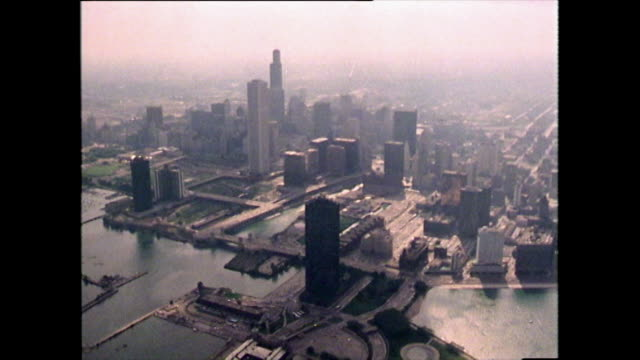 vidéos et rushes de aerial view of chicago skyscrapers and cityscape; 1989 - 1979