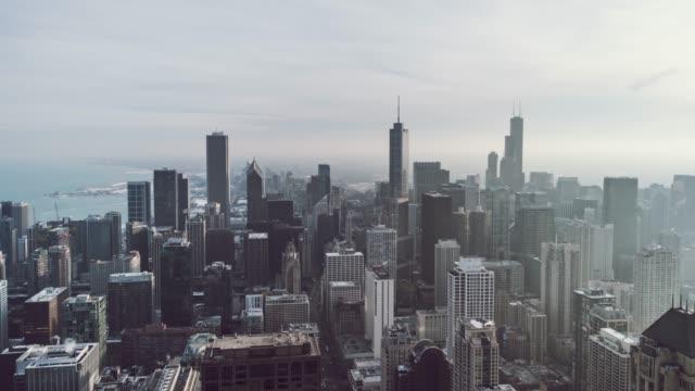 t/l シカゴ都市スカイライン、昼間の空撮 - トリビューンタワー点の映像素材/bロール