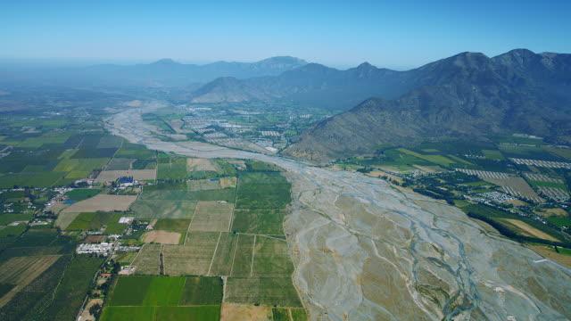 vídeos y material grabado en eventos de stock de aerial view of chile's cachapoal river - paisaje mosaico