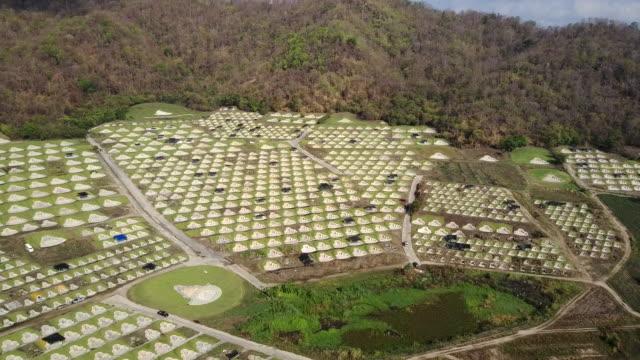 Luchtfoto van Chinese begraafplaats in Baanbung, Chonburi, Thailand.