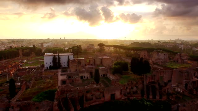 vidéos et rushes de aerial view of circus maximus and palatine hill at sunrise - antique