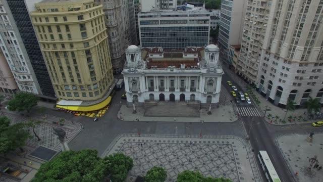 vídeos de stock, filmes e b-roll de vista aérea da prefeitura do rio de janeiro, brasil - palace