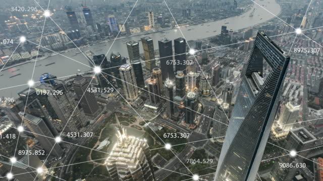 veduta aerea t/l zi della rete della città di shanghai, transizione da giorno a tramonto - blockchain video stock e b–roll