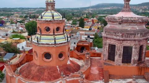 aerial view of city panning between two towers - tradition bildbanksvideor och videomaterial från bakom kulisserna