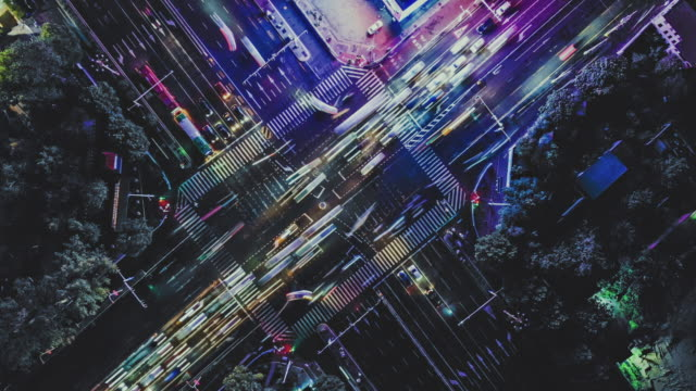 stockvideo's en b-roll-footage met t/l ws ha luchtfoto van city street crossing - futuristisch