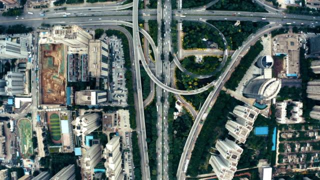 vídeos y material grabado en eventos de stock de vista aérea de la ciudad y el tráfico - punta descripción física