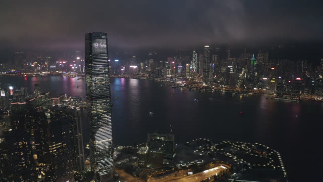 luftaufnahme des stadtbildes in hongkong in china bei nacht - insel hong kong island stock-videos und b-roll-filmmaterial