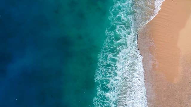 vídeos de stock e filmes b-roll de aerial view of clear turquoise sea and waves - beach
