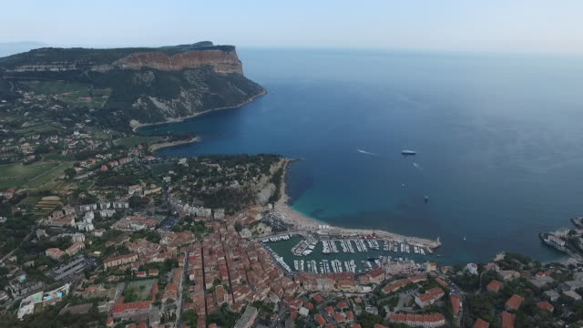 vídeos y material grabado en eventos de stock de aerial view of cliff along mediterranean sea, village and port in southern france - francia