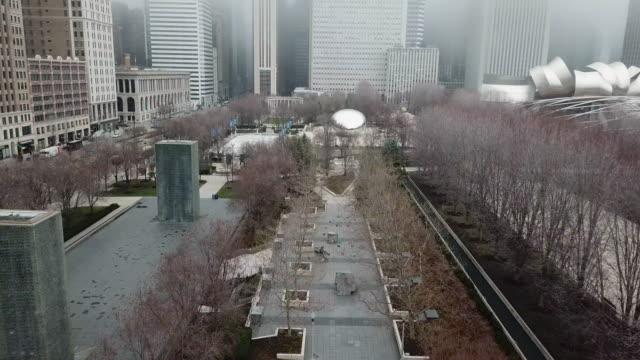 flygfoto över cloud gate och crown fountain i en tom millennium park i chicago - millennium park chicago bildbanksvideor och videomaterial från bakom kulisserna