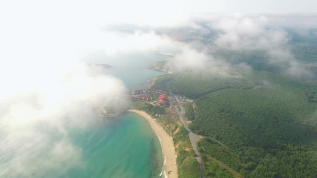 Luchtfoto van het 4K van kustlijn