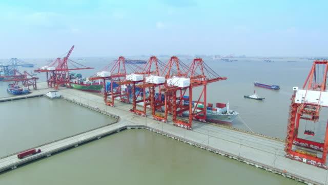 Luftaufnahme von dock mit cargo container in shanghai 600 k