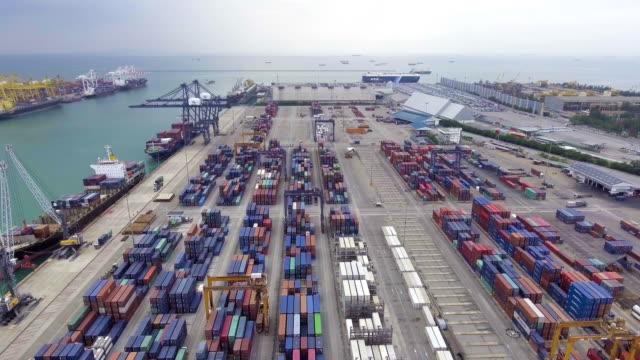 vídeos y material grabado en eventos de stock de vista aérea del barco de contenedores en puerto industrial de - petroleros