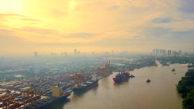 stockvideo's en b-roll-footage met aerial view van de container het schip de haven in de ochtend - scheepvaart