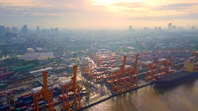 Aerial View Container Schiff den Hafen am Morgen