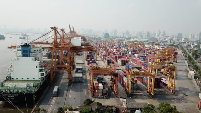 コンテナー船の港の航空写真 - 容器点の映像素材/bロール