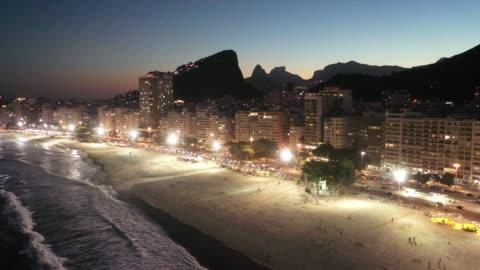 flyg foto över copacabana beach på natten, rio de janeiro - rio de janeiro bildbanksvideor och videomaterial från bakom kulisserna