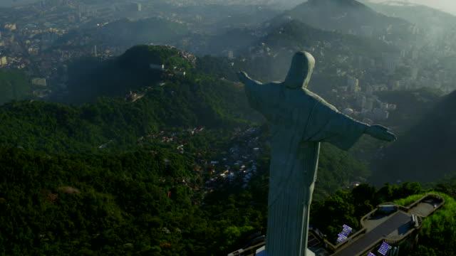vidéos et rushes de aerial view of corcovado and guanabara bay at rio de janeiro, brazil - corcovado