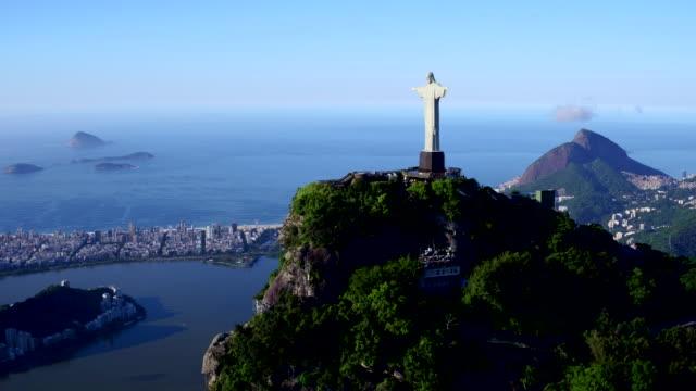 vidéos et rushes de aerial view of corcovado at rio de janeiro, brazil - corcovado