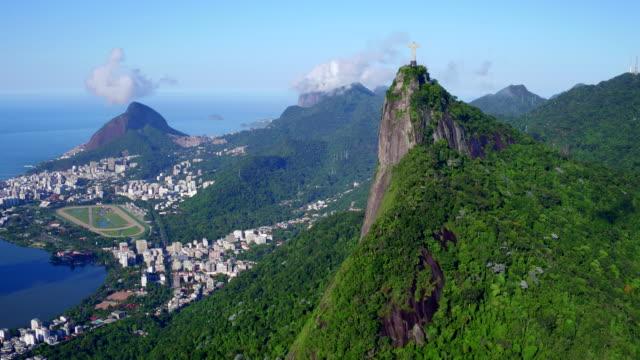 stockvideo's en b-roll-footage met aerial view of corcovado at rio de janeiro, brazil - jezus christus