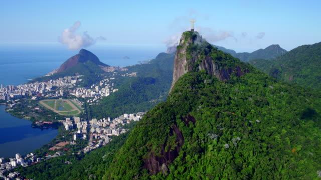 vídeos de stock e filmes b-roll de aerial view of corcovado at rio de janeiro, brazil - cristo redentor